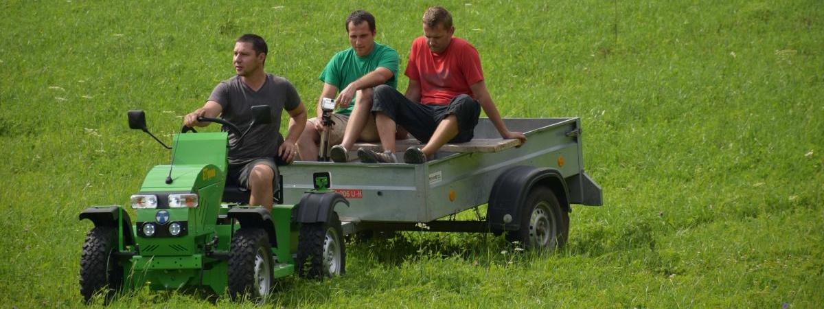 Elektrický traktor do zahrady